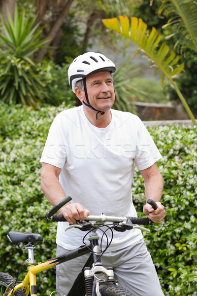 Homem maduro caminhada mountain bike sorrir montanha bicicleta Foto stock © wavebreak_media