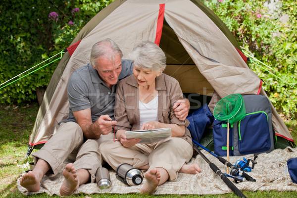 Boldog pár kempingezés kert nő mosoly Stock fotó © wavebreak_media