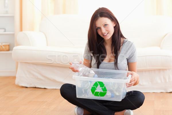 Sevimli kadın geri dönüşüm kutu oturma odası gülümseme Stok fotoğraf © wavebreak_media