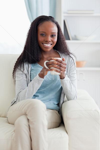 Gülümseyen kadın fincan kanepe ev çay oturma odası Stok fotoğraf © wavebreak_media