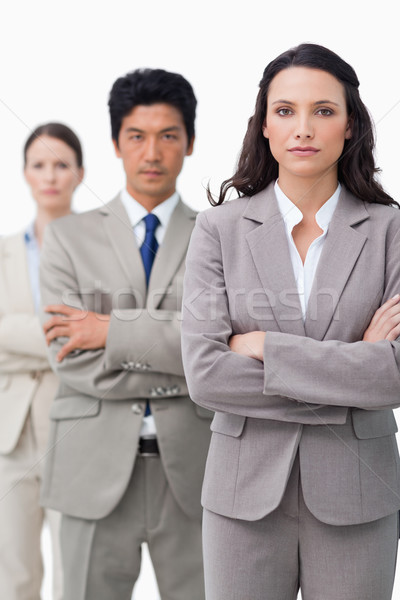 Empresária em pé equipe dobrado brasão branco Foto stock © wavebreak_media