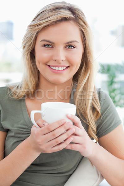 Tiro mulher caneca mãos smiles Foto stock © wavebreak_media