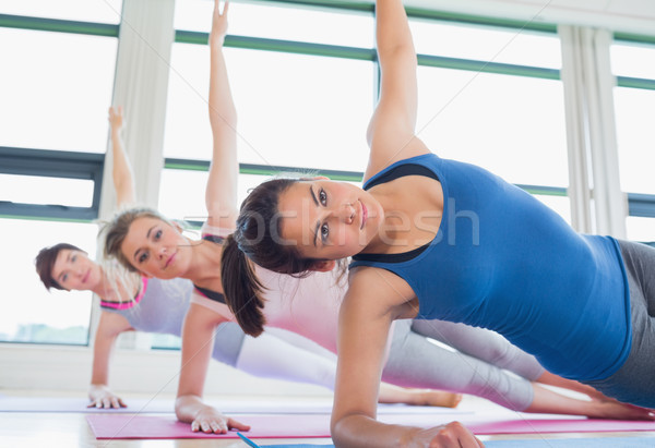 Nők oldal palánk jóga póz fitnessz stúdió Stock fotó © wavebreak_media