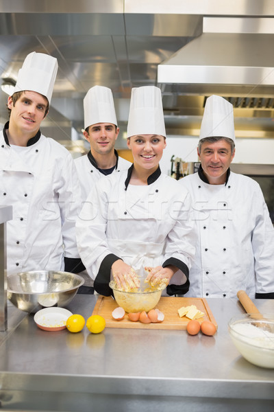Uśmiechnięty kulinarny studentów ciasto nauczyciel kuchnia Zdjęcia stock © wavebreak_media