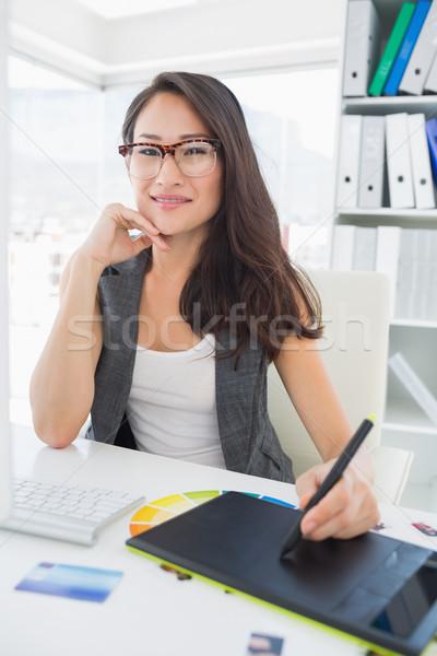 Sorridente casual feminino foto editor gráficos Foto stock © wavebreak_media