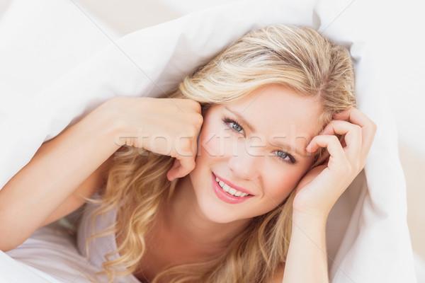 Sexy jonge blond glimlachend camera vel Stockfoto © wavebreak_media