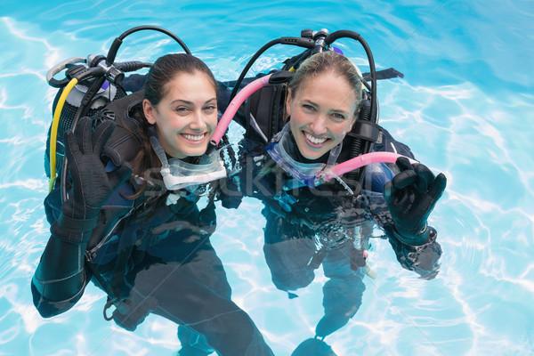 Gülen arkadaşlar skuba eğitim yüzme havuzu Stok fotoğraf © wavebreak_media