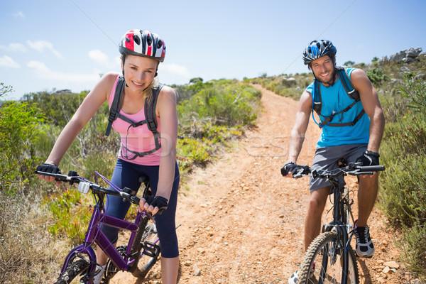 Foto stock: Caber · casal · ciclismo · para · baixo · montanha · trilha