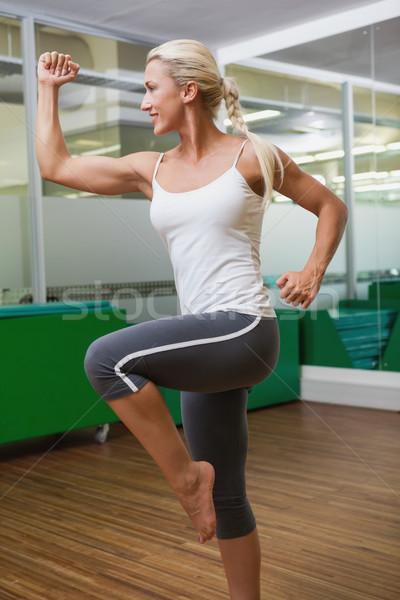 Gülen genç kadın güç uygunluk egzersiz yandan görünüş Stok fotoğraf © wavebreak_media