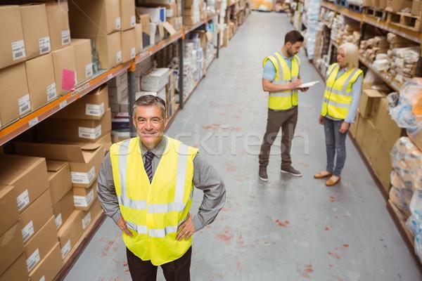 Sorridere manager mani fianchi magazzino Foto d'archivio © wavebreak_media
