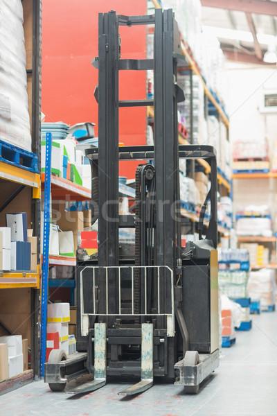 Közelkép targonca gép raktár üzlet doboz Stock fotó © wavebreak_media