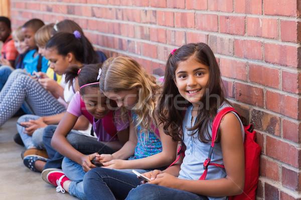 Cute uczniowie telefonu komórkowego szkoła podstawowa telefonu szczęśliwy Zdjęcia stock © wavebreak_media