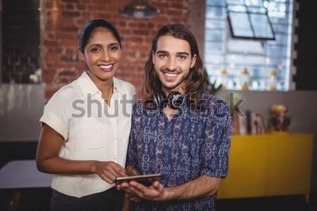Stok fotoğraf: Iş · arkadaşı · dizüstü · bilgisayar · depo · portre · müdür · dizüstü · bilgisayar · kullanıyorsanız