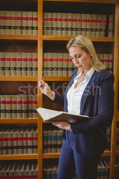 Bibliotecário leitura livro Foto stock © wavebreak_media