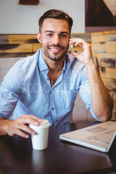 Glimlachend zakenman telefoon laptop naast portret Stockfoto © wavebreak_media