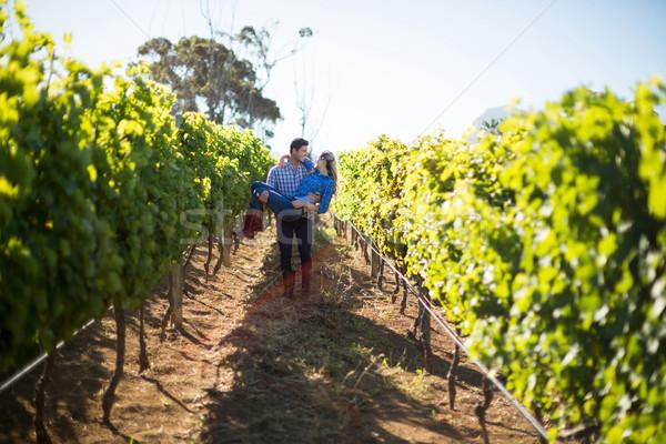 Man vriendin planten wijngaard Stockfoto © wavebreak_media