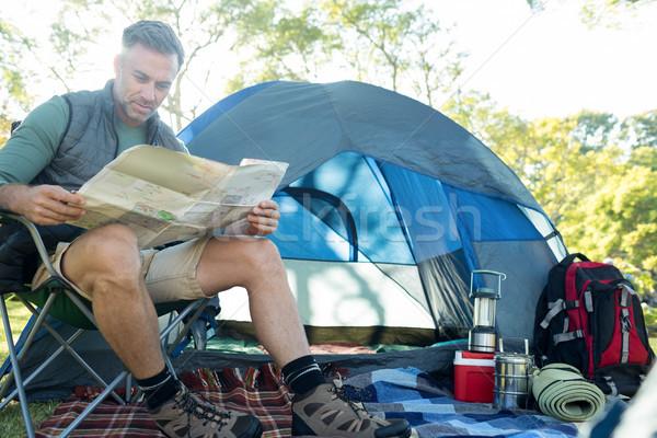 Férfi olvas térkép kívül sátor táborhely Stock fotó © wavebreak_media