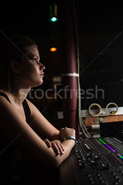Vrouwelijke audio ingenieur geluid mixer Stockfoto © wavebreak_media