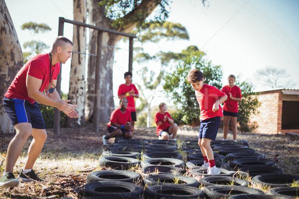 Entrenador ninos formación arranque campamento Foto stock © wavebreak_media