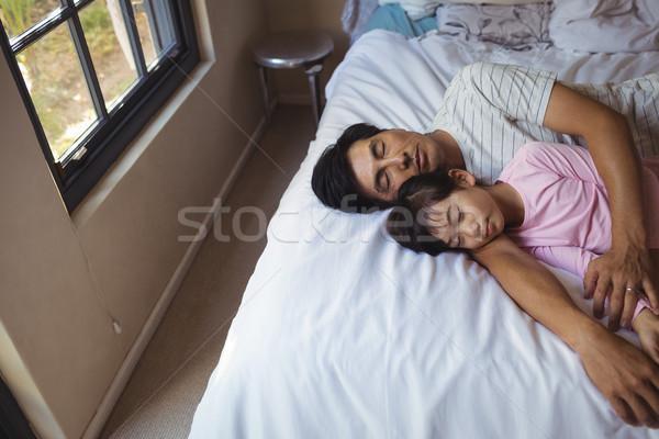 Apa lánygyermek alszik együtt hálószoba otthon Stock fotó © wavebreak_media