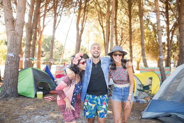 Boldog barátok áll együtt táborhely mező Stock fotó © wavebreak_media