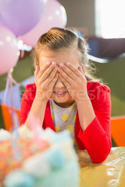 Aranyos lány szemek születésnapi buli otthon gyermek Stock fotó © wavebreak_media