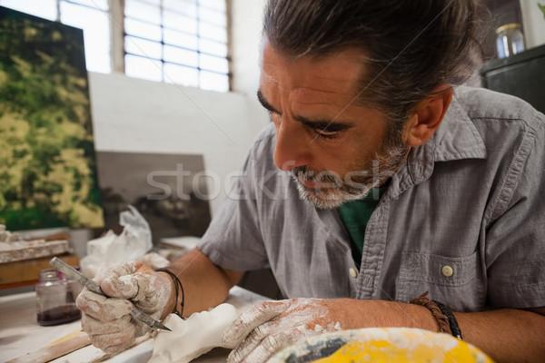 Primo piano attento uomo scultura classe arte Foto d'archivio © wavebreak_media