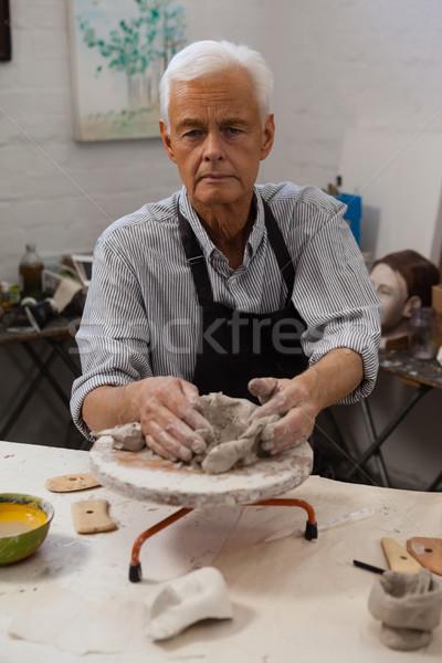 Retrato senior homem argila desenho classe Foto stock © wavebreak_media