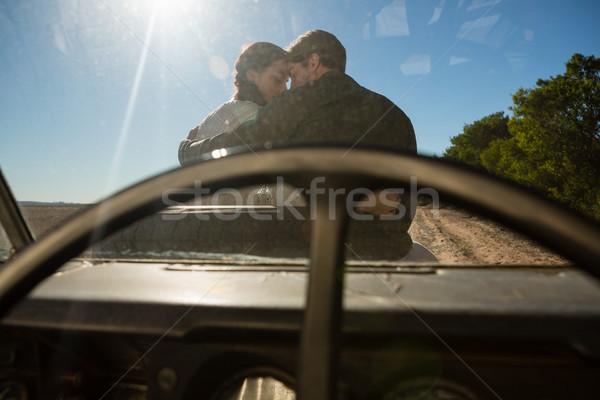 Romantica Coppia strada veicolo parabrezza Foto d'archivio © wavebreak_media