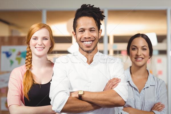 Empresario femenino colegas pie armas doblado Foto stock © wavebreak_media