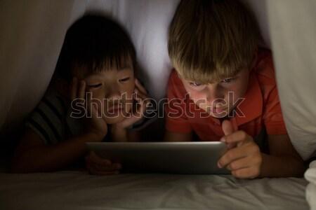 Baba kız battaniye dijital tablet ev Stok fotoğraf © wavebreak_media