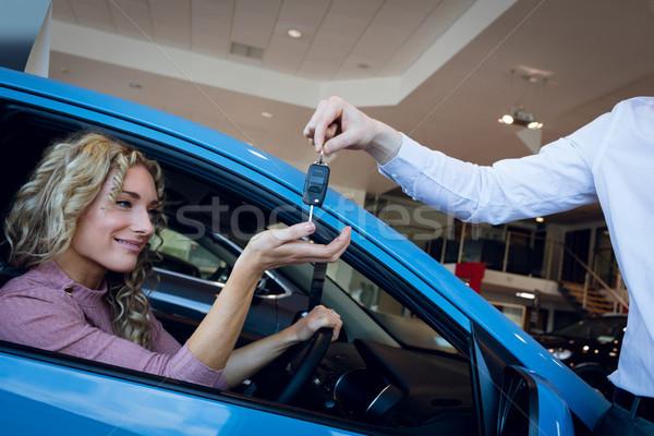 Obraz sprzedawca klucze klienta posiedzenia samochodu Zdjęcia stock © wavebreak_media