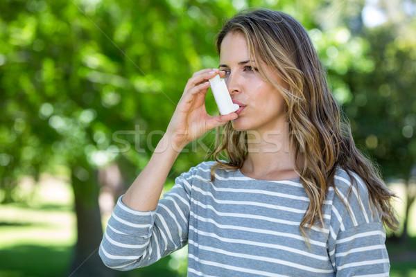 женщину астма дерево деревья парка растений Сток-фото © wavebreak_media