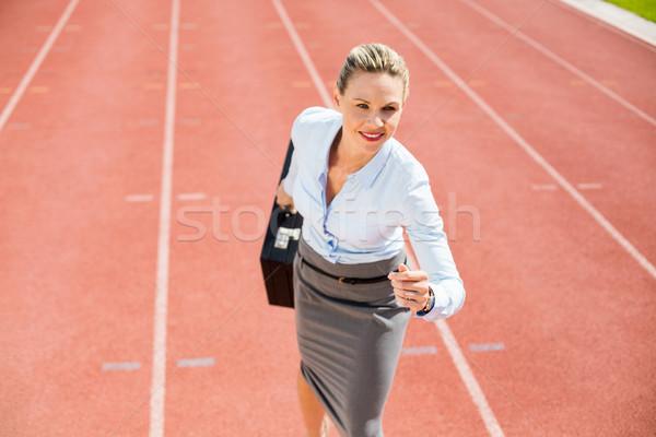 Mujer de negocios listo ejecutar posición maletín ejecutando Foto stock © wavebreak_media