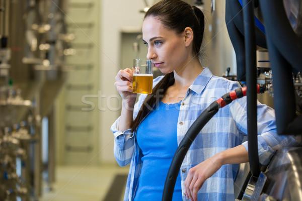 Feminino teste cerveja belo beber indústria Foto stock © wavebreak_media