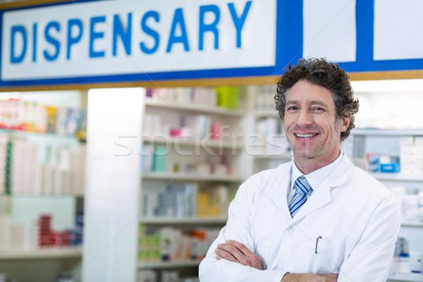 Farmacêutico em pé farmácia retrato homem Foto stock © wavebreak_media