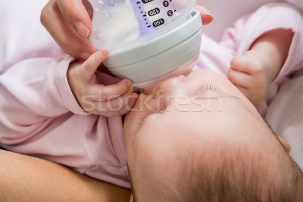 Anne bebek süt şişe oturma odası Stok fotoğraf © wavebreak_media