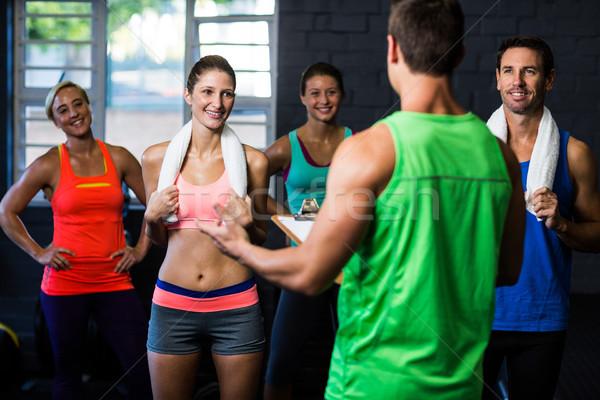 Fitness instructeur gens heureux permanent gymnase Photo stock © wavebreak_media