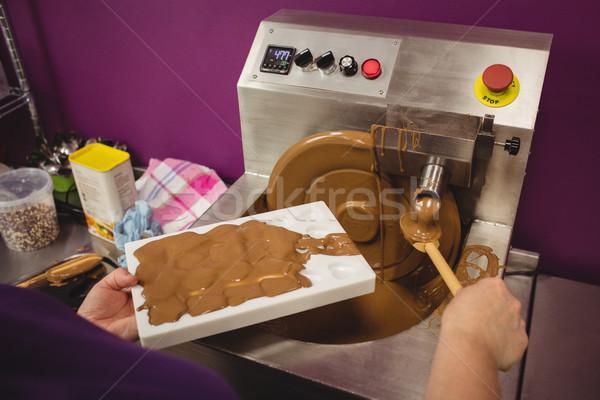 Lavoratore riempimento muffa cioccolato cucina Foto d'archivio © wavebreak_media