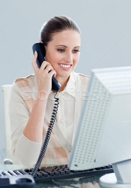 Charyzmatyczny kobieta interesu mówić telefonu biuro telefon Zdjęcia stock © wavebreak_media