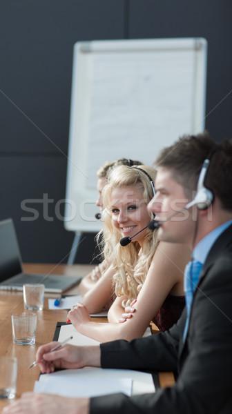 業務團隊 呼叫中心 業務 會議 商人 頭戴耳機 商業照片 © wavebreak_media