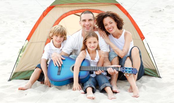 Család kempingezés tengerpart játszik gitár boldog család Stock fotó © wavebreak_media