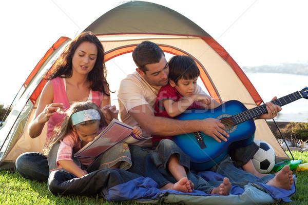 Rodziny gry gitara namiot szczęśliwą rodzinę kobieta Zdjęcia stock © wavebreak_media
