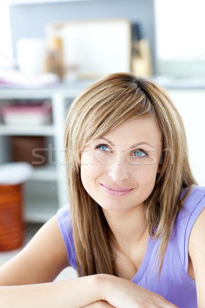 Atrakcyjna kobieta myślenia kuchnia domu uśmiech kobiet Zdjęcia stock © wavebreak_media