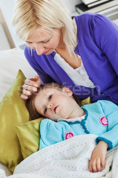 Beteg aranyos gyermek kanapé nappali lány Stock fotó © wavebreak_media