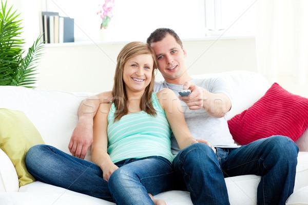 Sevecen adam kız arkadaş izlerken tv Stok fotoğraf © wavebreak_media