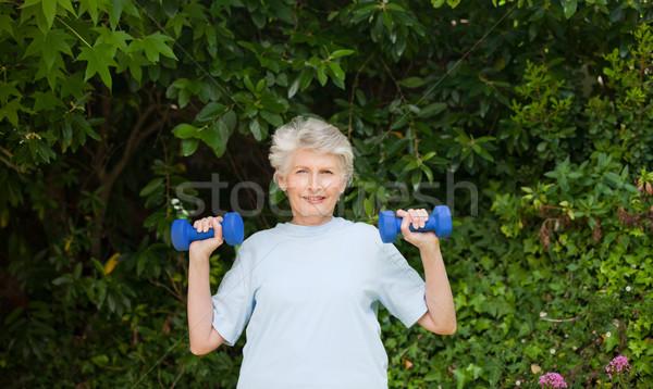 Olgun kadın bahçe kadın sağlık park kadın Stok fotoğraf © wavebreak_media