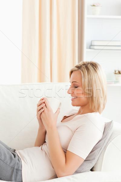 Ritratto donna Cup caffè soggiorno Foto d'archivio © wavebreak_media
