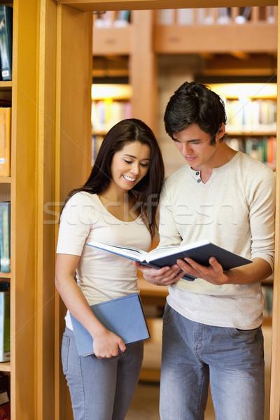 Portre Öğrenciler bakıyor kitap kütüphane kitaplar Stok fotoğraf © wavebreak_media