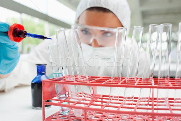 Korumalı kadın bilim adamı mavi sıvı deney tüpü Stok fotoğraf © wavebreak_media
